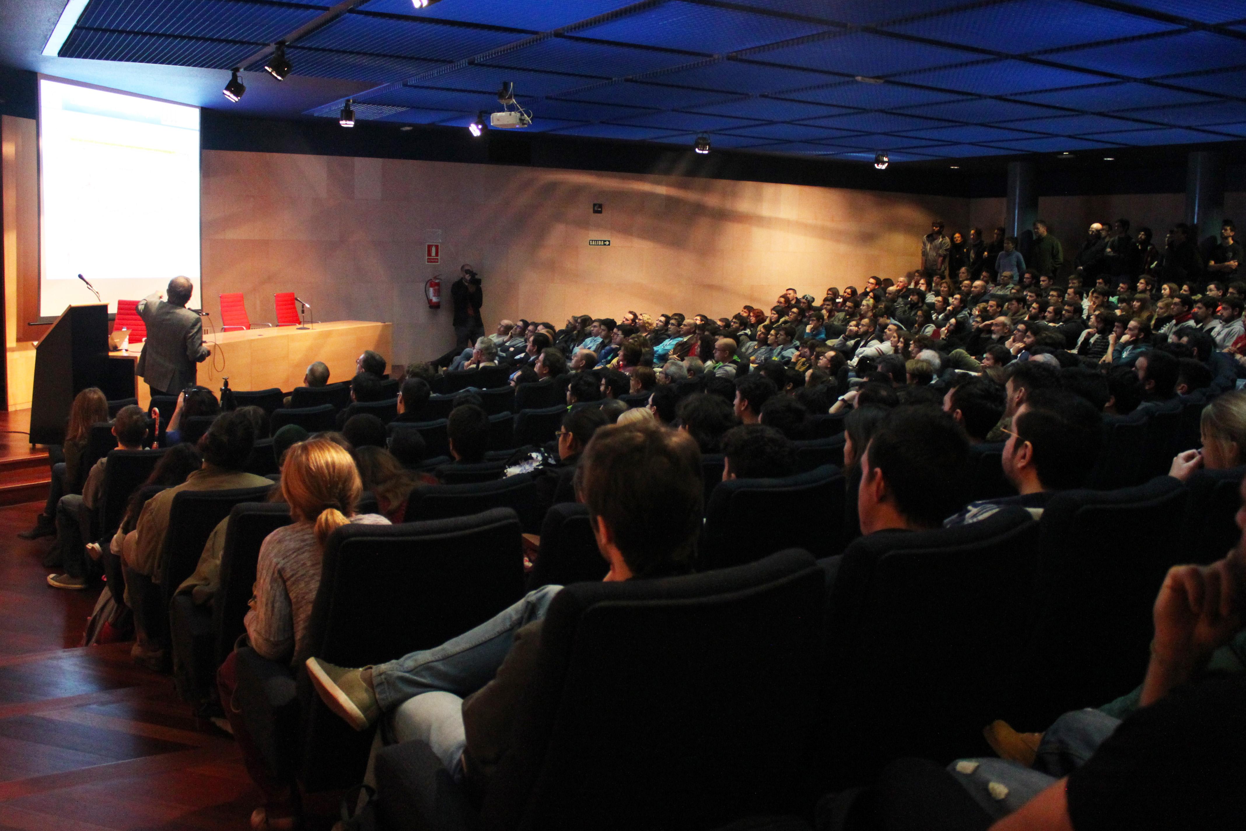 Conferencia-de-Klaus-von-K.-CLAUDIA-PAIS.jpg