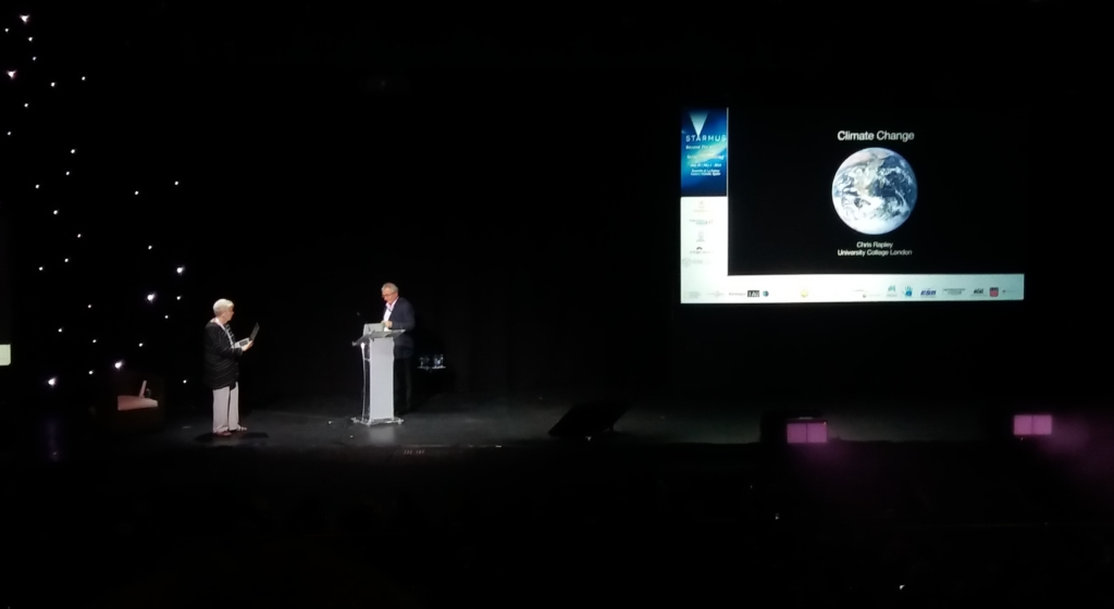 El astrónomo Chris Rapley concienciando al público de la amenaza del cambio climático