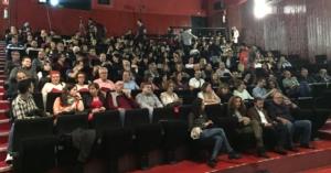Espectadores durante la presentación de Oro Parece. Foto: David Cuesta