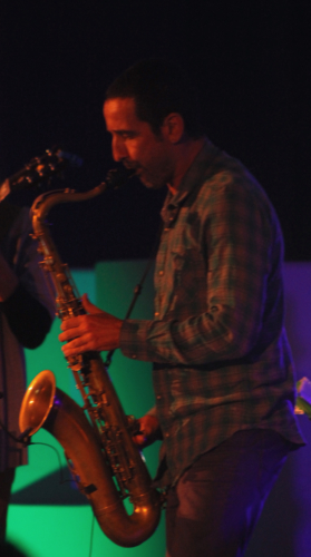 Saxofonista-279x500.jpg