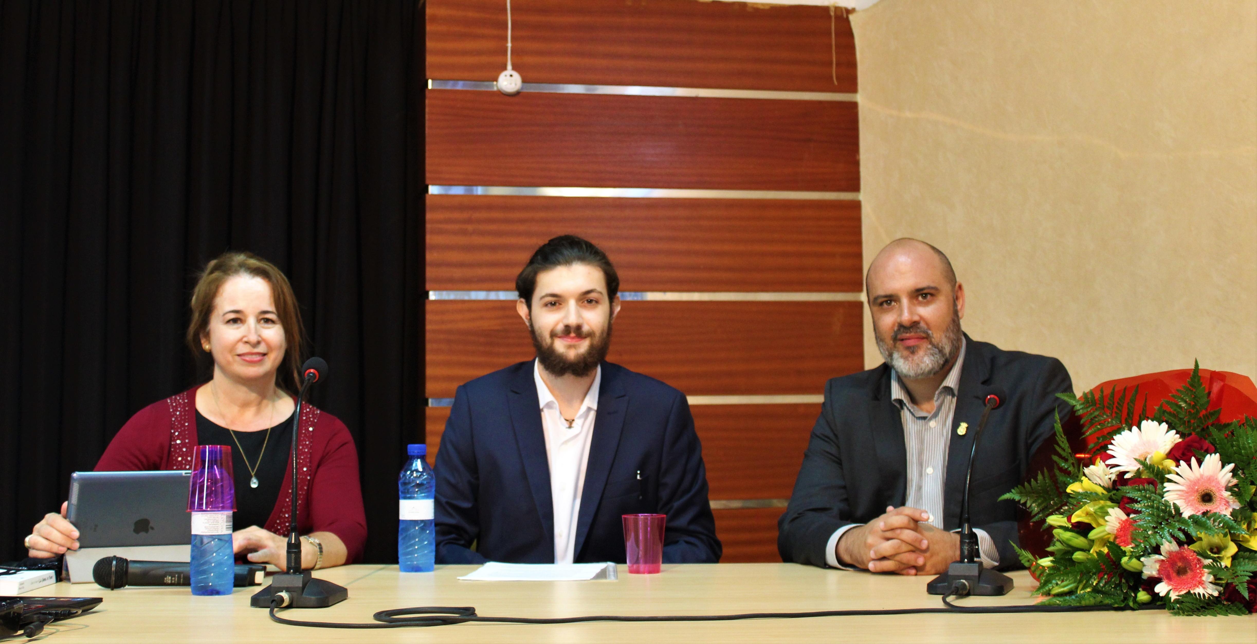Alejandro Peraza presenta 'Las Gemas de Poder'