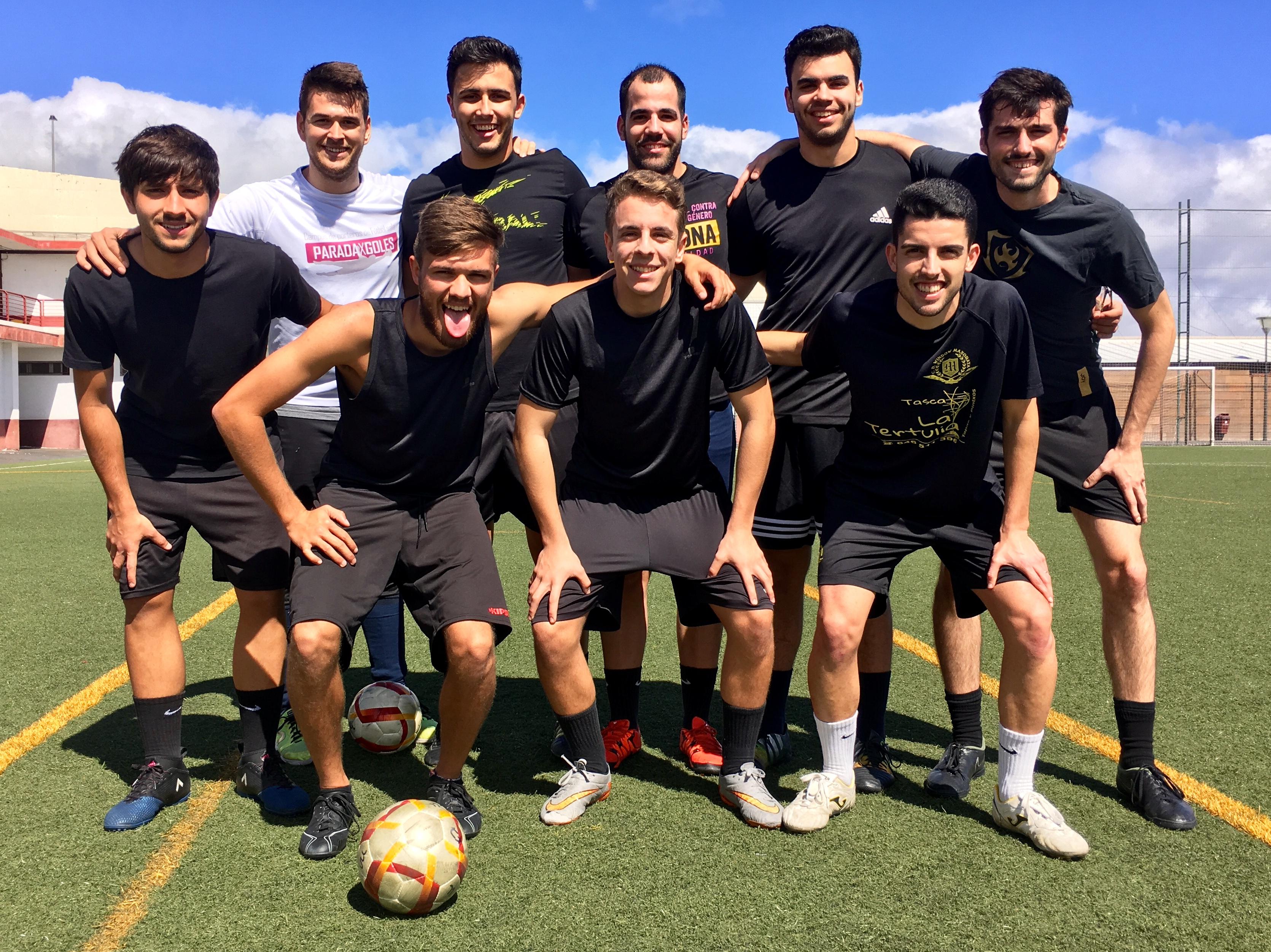 El Campo de Fútbol Las Torres acogió los primeros encuentros de la primera  jornada del Trofeo Rector de Fútbol 7. En la mañana de hoy e53bfece3dfbf