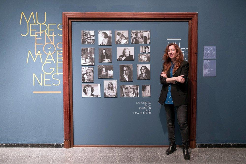Yolanda Peralta en una exposición en la Casa Colón. Foto: PULL.