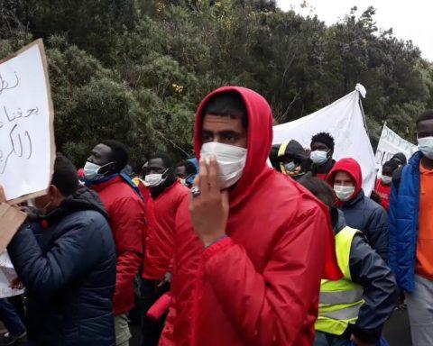 Cerca de 2000 personas marchan por el bloqueo migratorio en Canarias