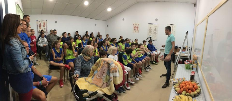 Reunión de jóvenes y familiares del proyecto 'El Banquillo'.Foto:PULL