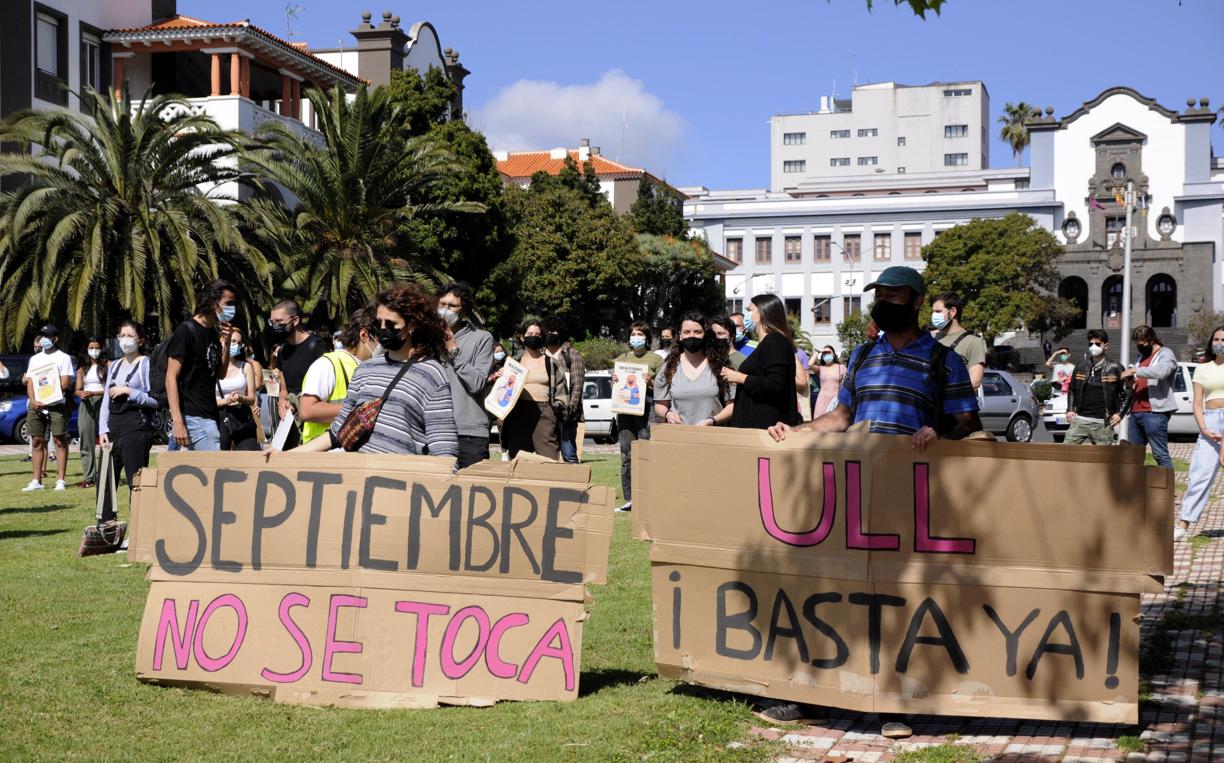 Medio centenar de estudiantes defiende la tercera convocatoria en la ULL