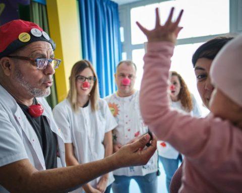 Asociación Niños con Cáncer Pequeño Valiente participando en actividades en la planta de oncología Foto: PULL
