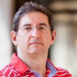 Vicente Jesús Navarro Marchante es licenciado en Derecho y en Periodismo.